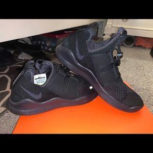 Size 9 Nike shoes unisex.